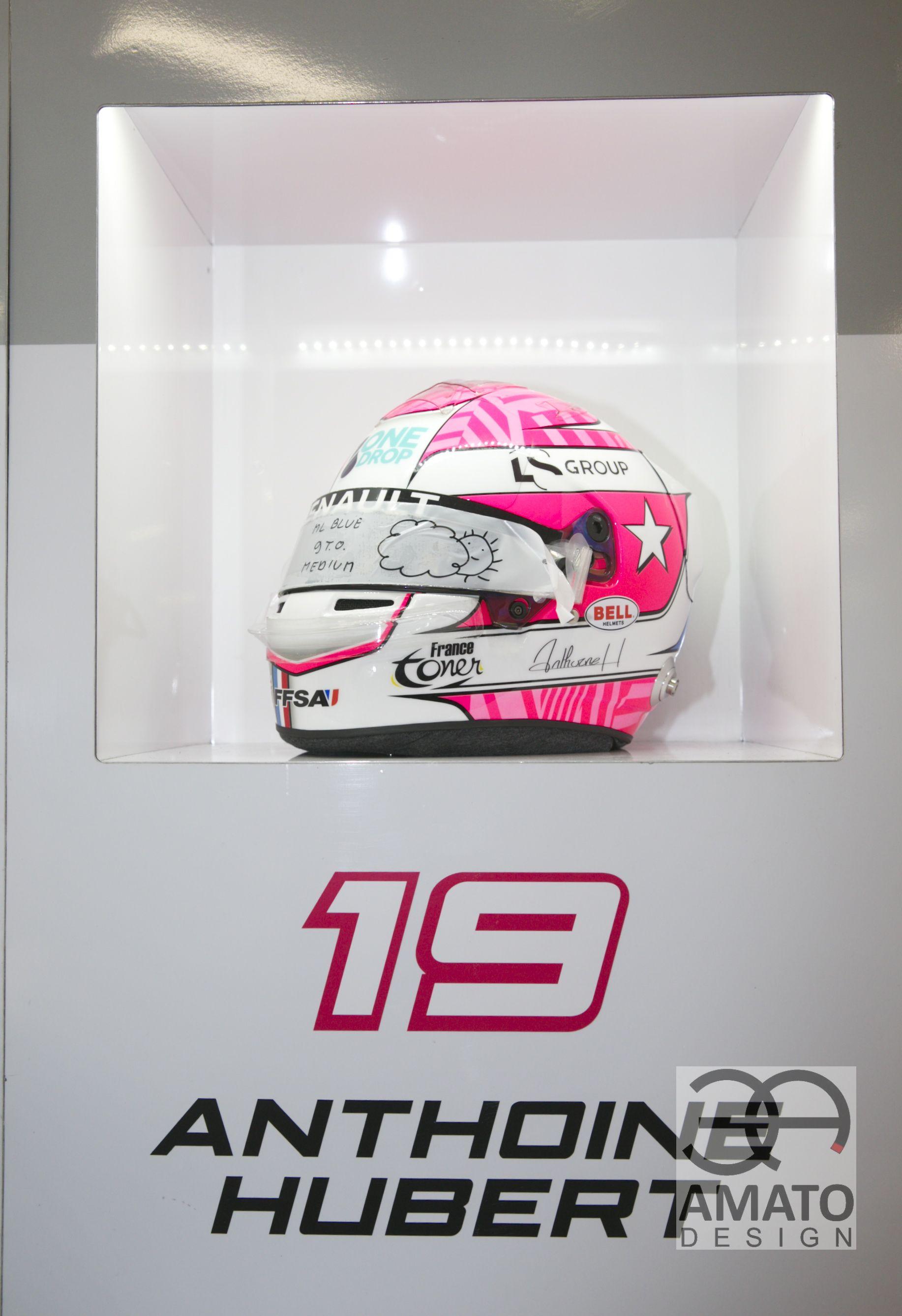 casque AMATO DESIGN d'Anthoine HUBERT lors de sa victoire en F2 à Monaco