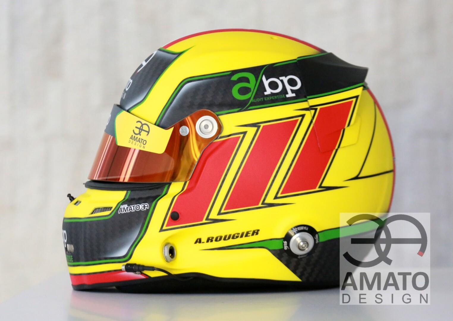 Casque conçu et réalisé par AMATO DESIGN pour le jeune pilote Arthur Rougier courant dans la catégorie GT World Challenge Europe.